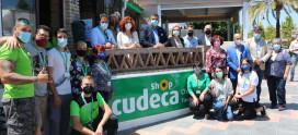 El alcalde de Mijas inaugura la nueva Tienda Benéfica de Cudeca en la Cala de Mijas