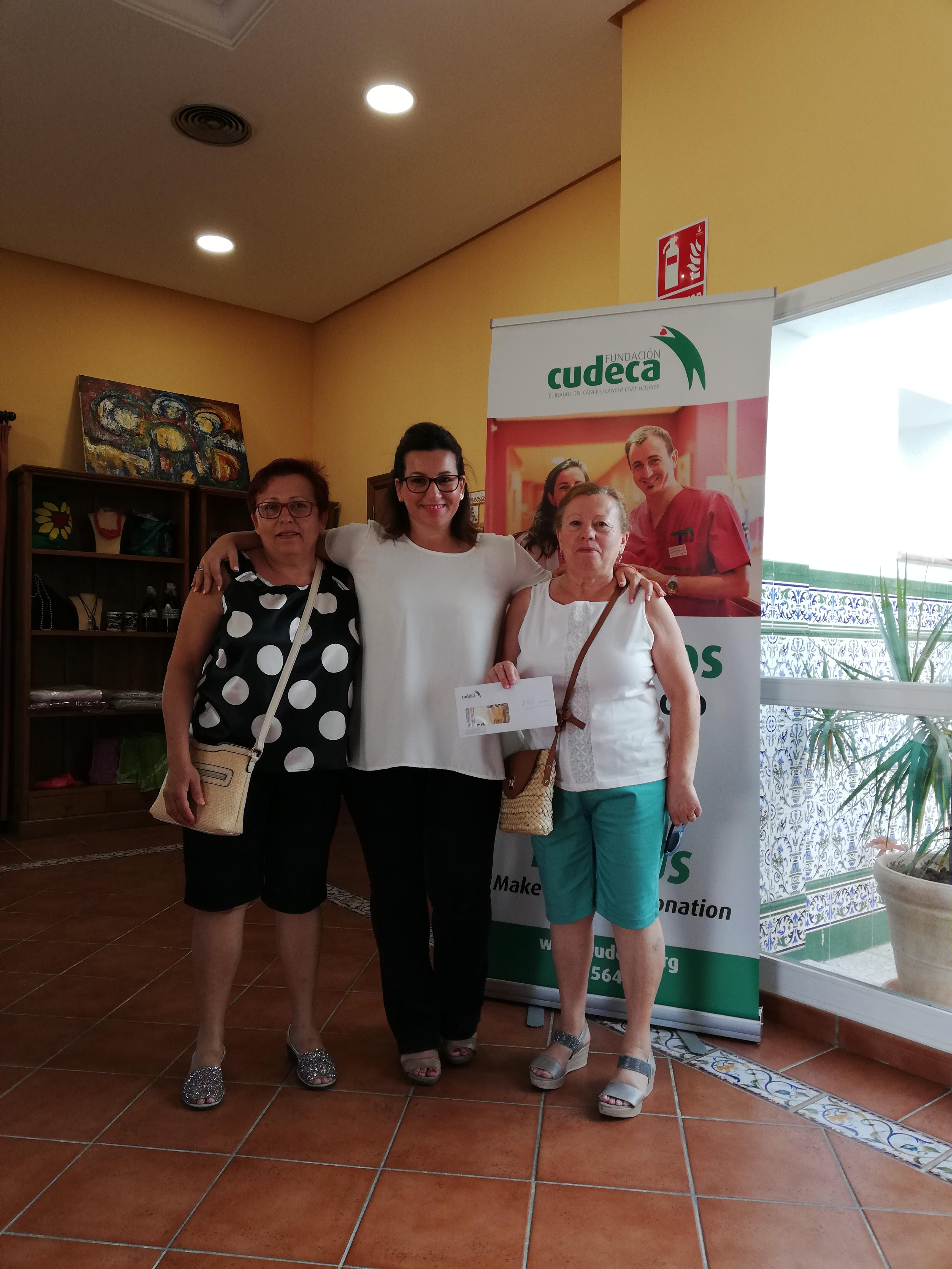 La Peña Virgen de la Cruz recauda 280€  con sus típicos Buñuelos Solidarios
