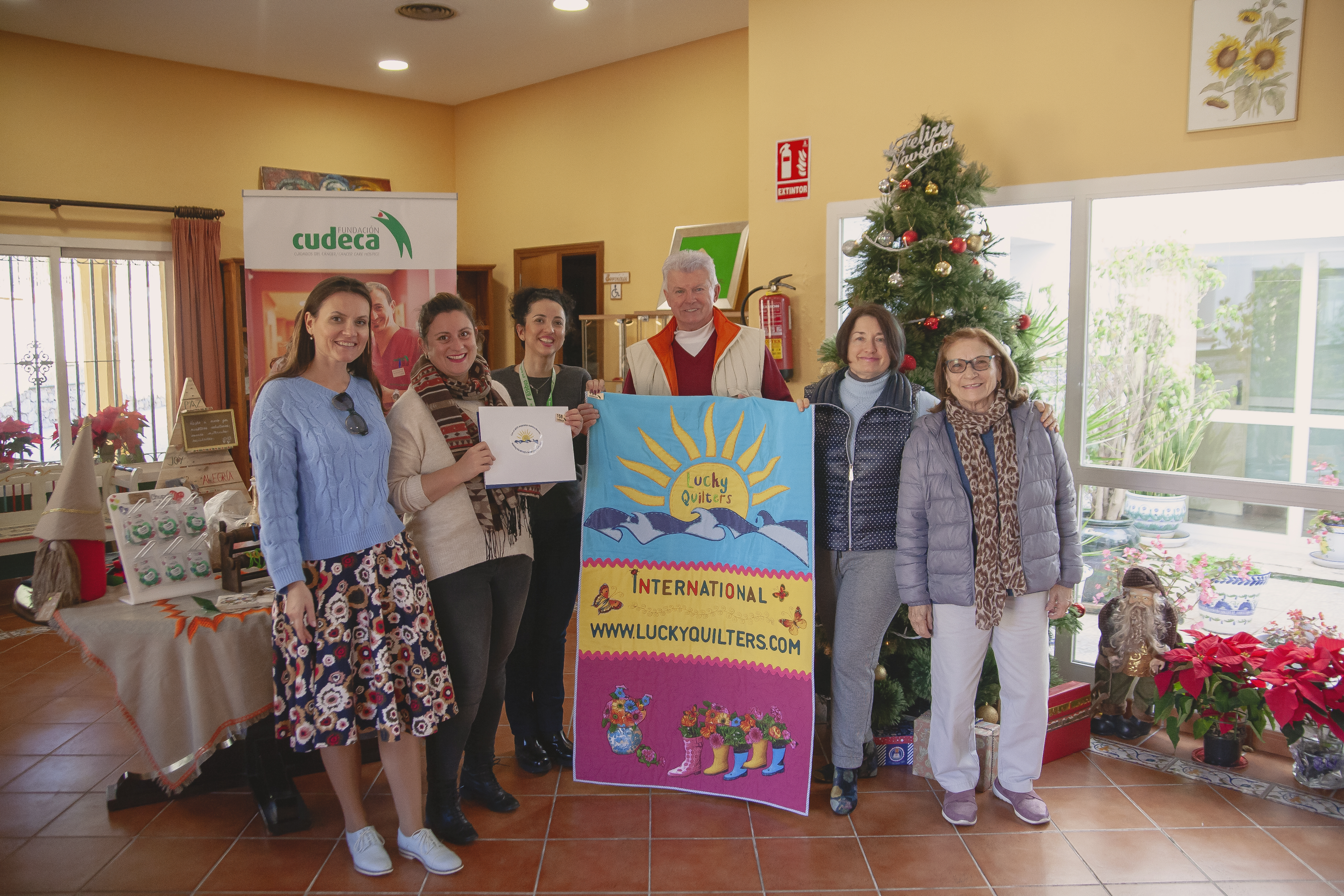 Entrega de fondos de Lucky Quilters International