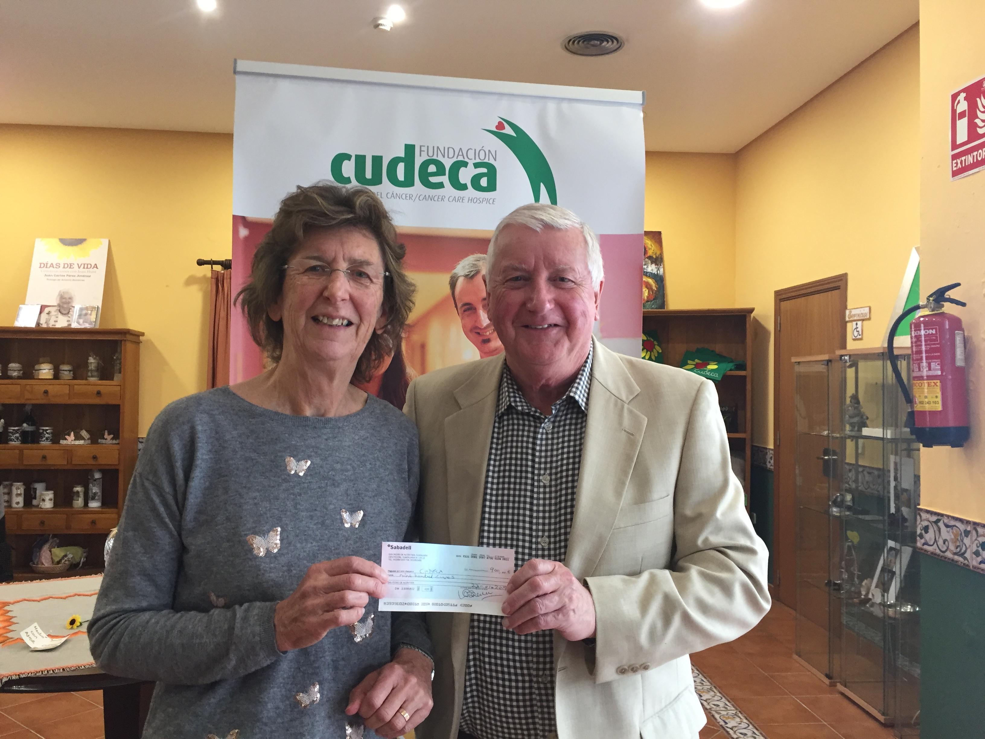 El Club de Bridge de Benavista nos entrega un cheque donación