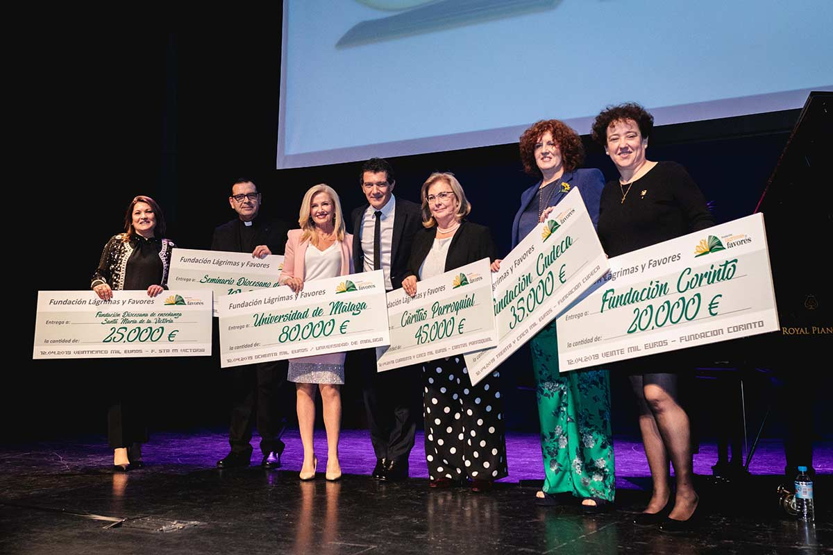 Lágrimas y Favores Foundation annual donation