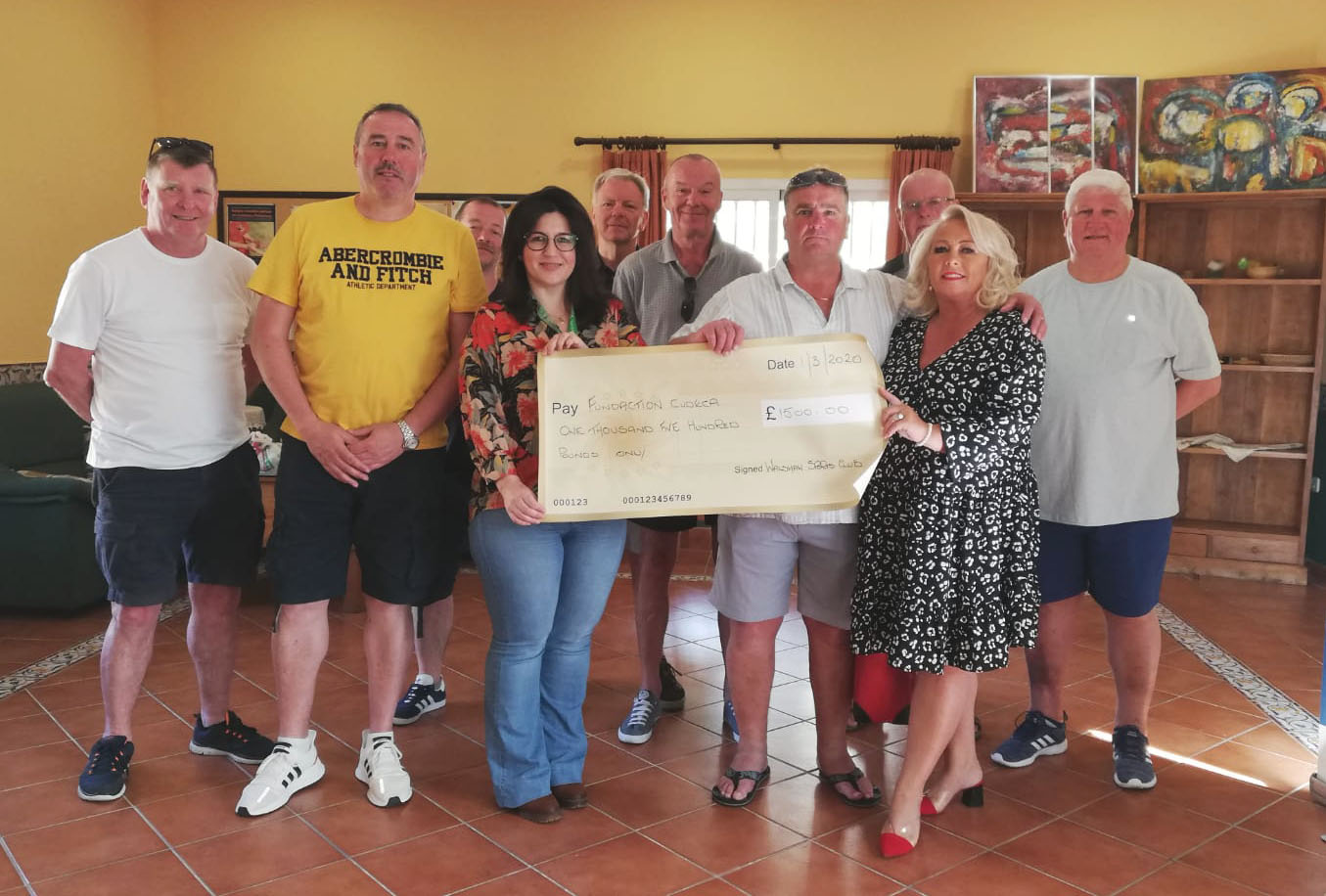 Family & friends of Anita Ferriday travel from the UK to our centre in Benalmadena to present their cheque donation