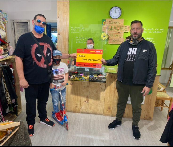 La Peña Los Perdíos entrega donación a Cudeca